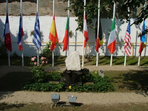 Arborarea drapelelor tarilor membre ale Confederatiei Marilor Loje Unite ale Europei